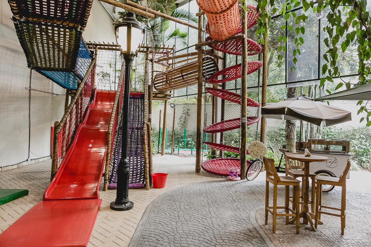 interior e atrações do buffet praça pitangueira localizado em moema zona sul sp