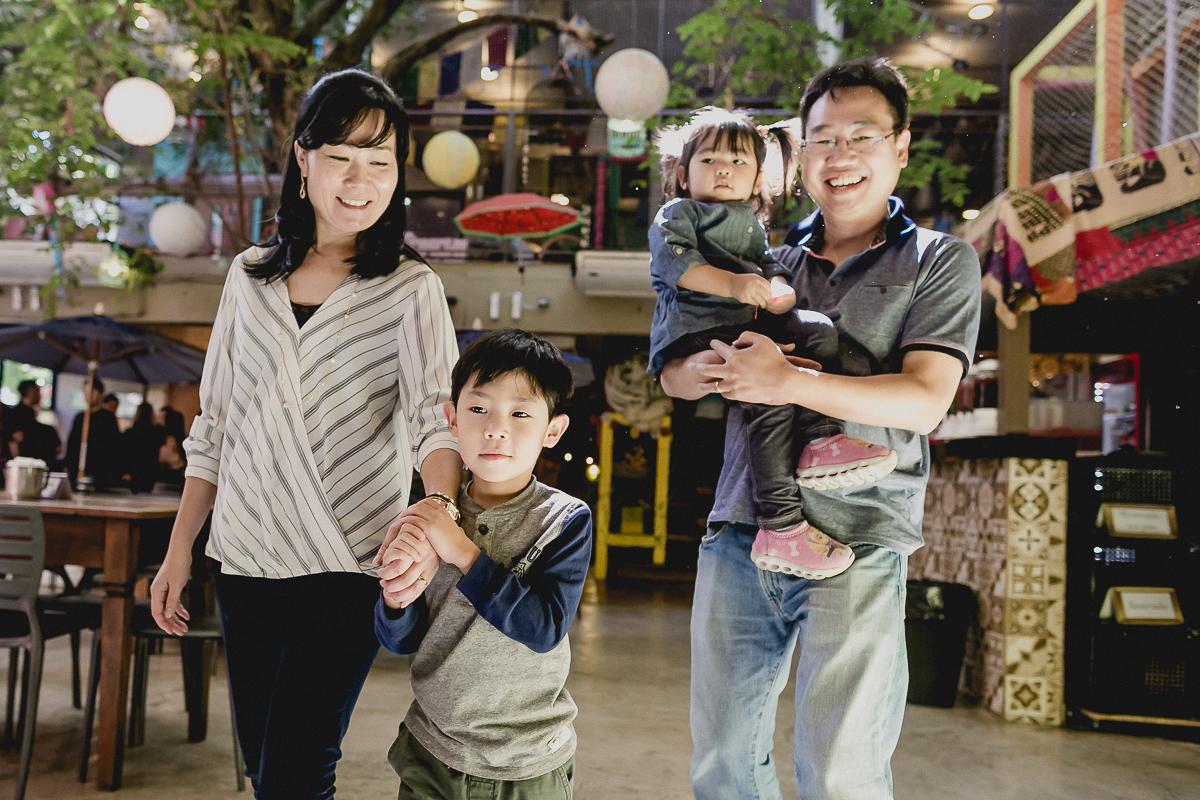 familia chegando no buffet miniland tree para cutir a festa