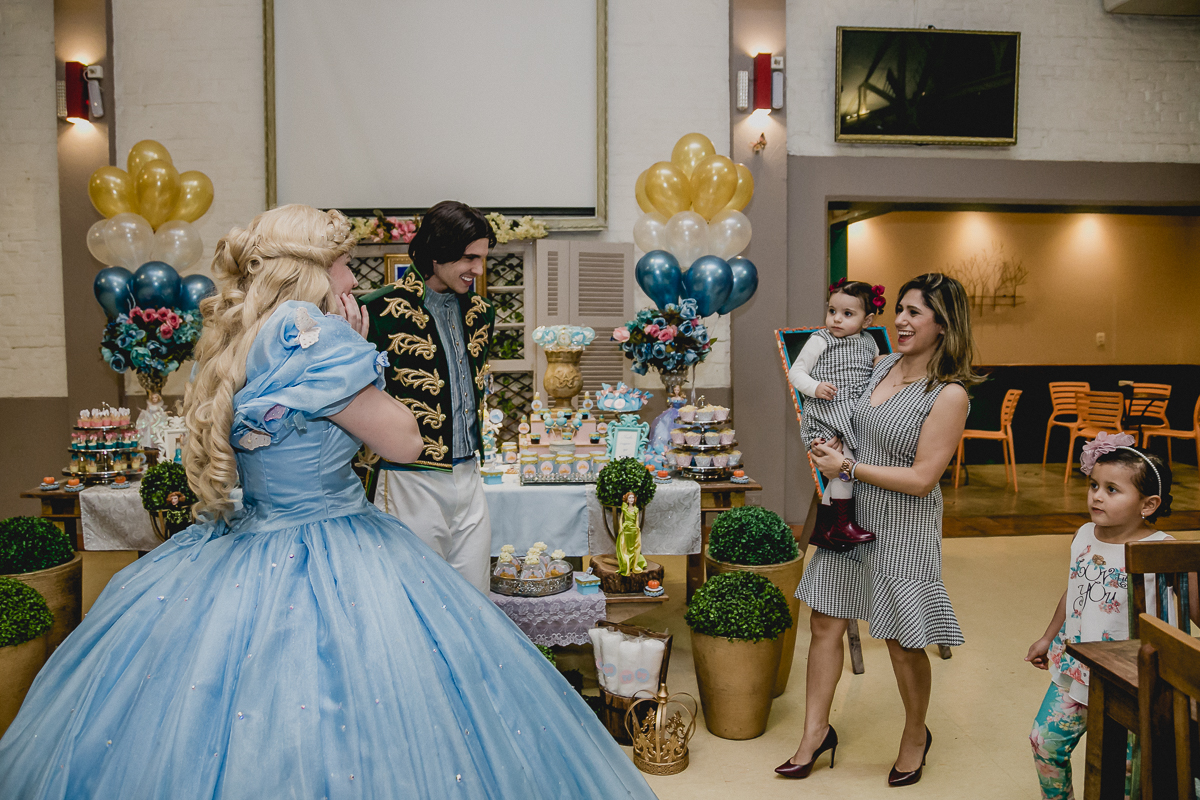 Recebendo a princesa e o principe no Buffet Miniland - Tatuapé - SP