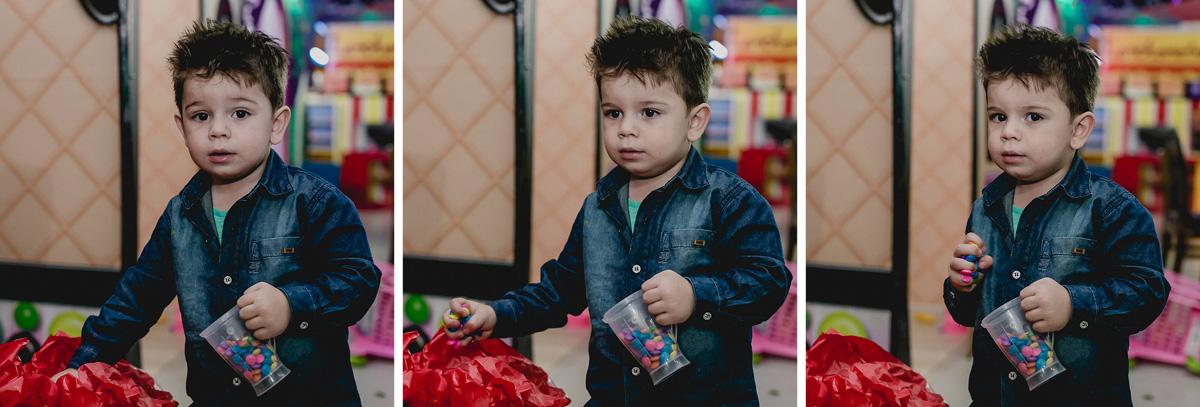 Lucas pegando muitos doces no Espaço Diversão e Arte - Zona Norte - SP