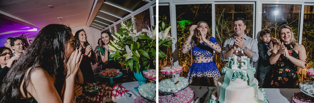 Cantando o parabéns na festa de 15 anos da Renata