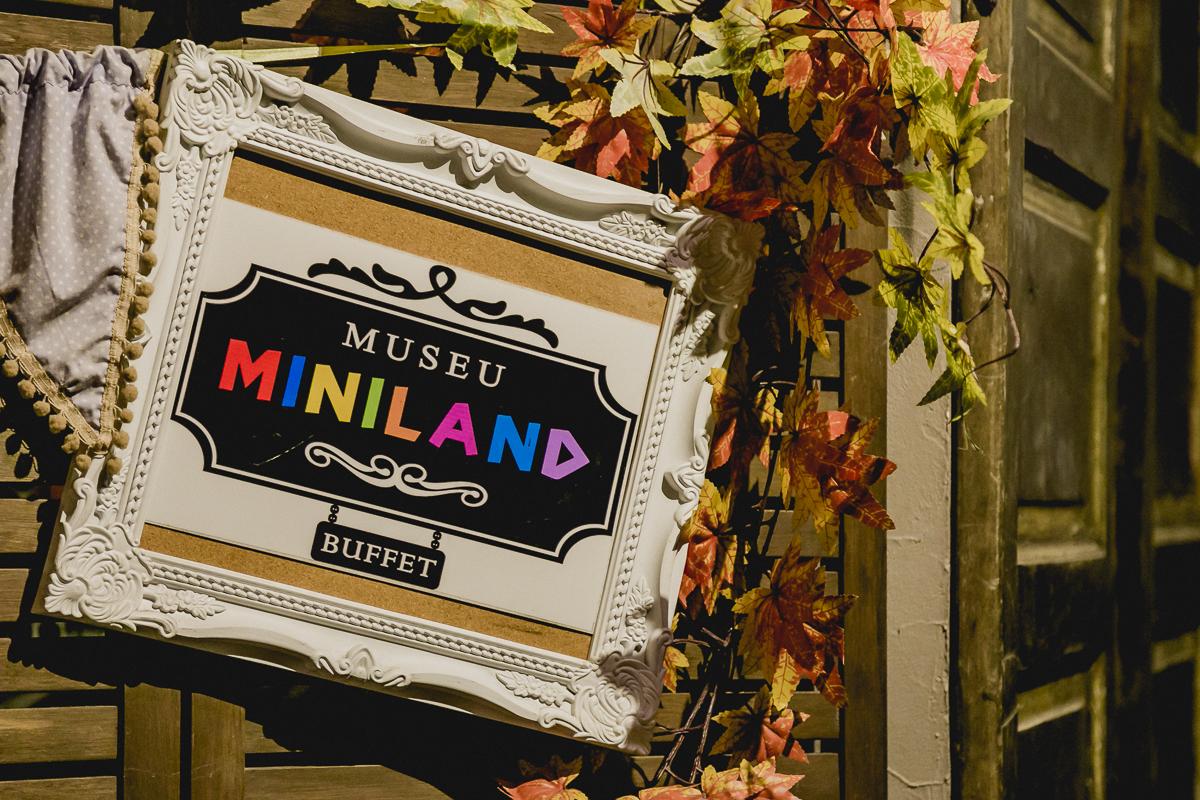 Placa do Buffet MIniland na entrada do Buffet