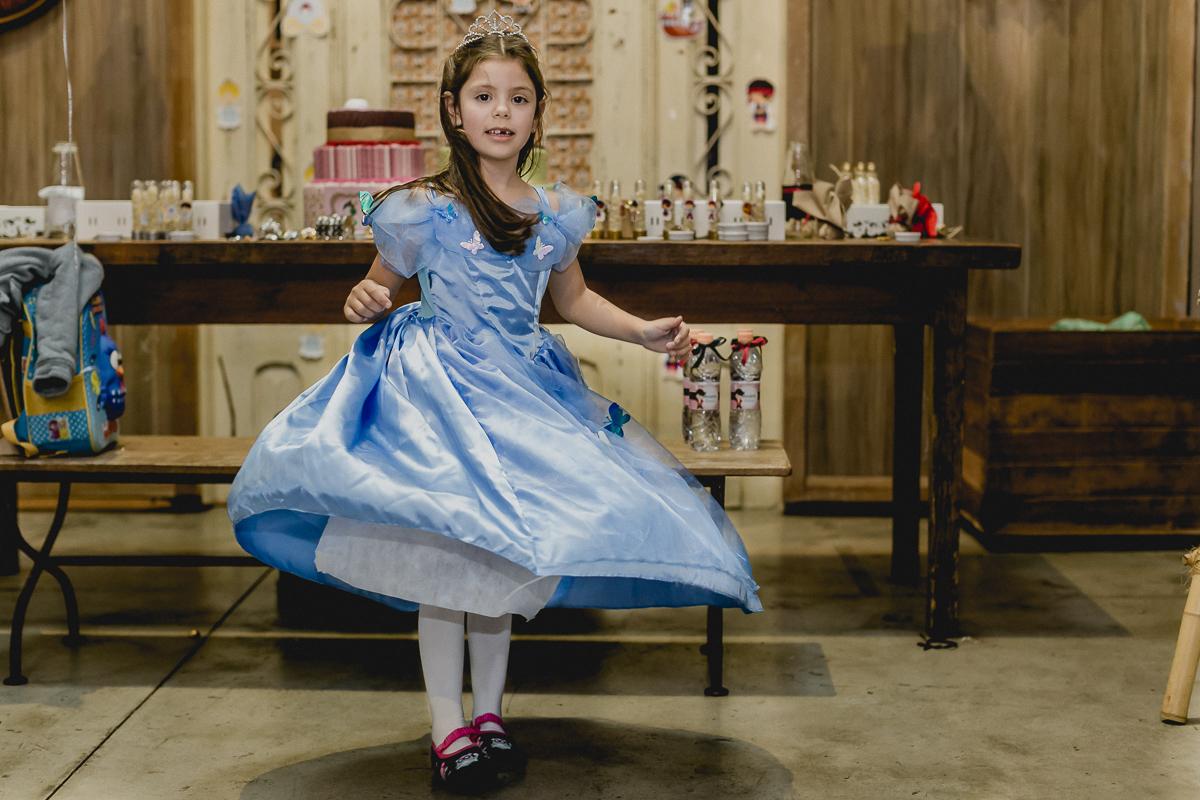 Rodando o vestido da cinderela