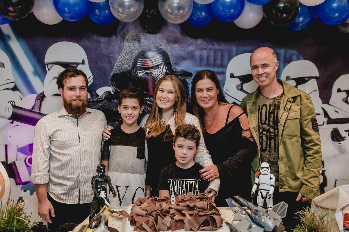 foto com a familia depois do parabens