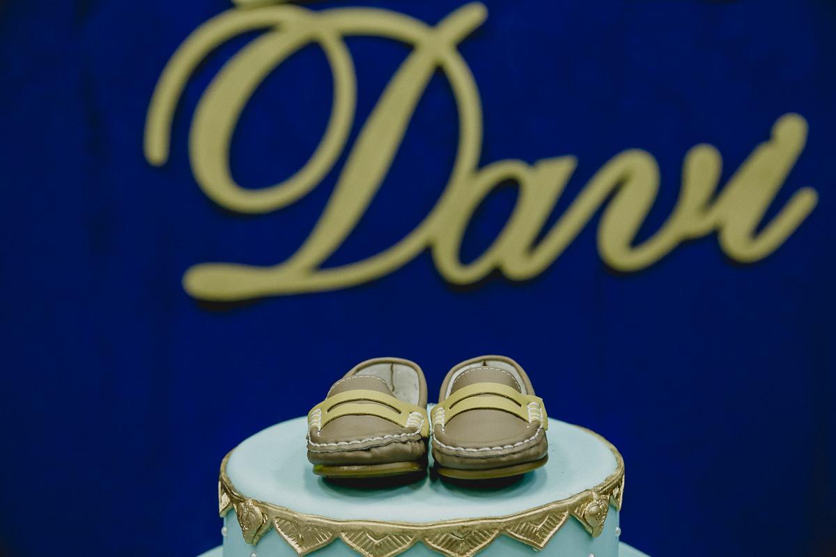 Detalhes do sapatinho do Davi no final da festa