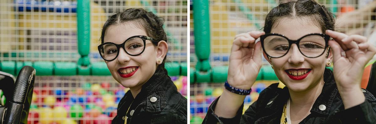 retrato da amiguinha e brincadeira com o óculos