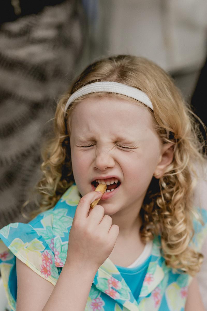 comendo batatinha