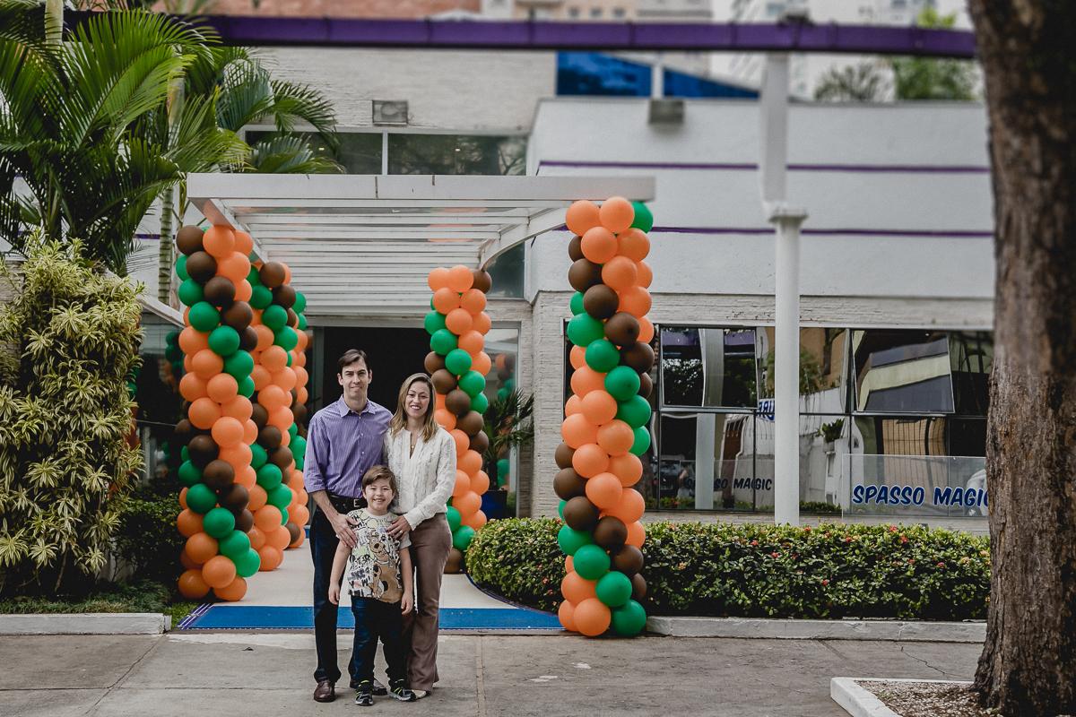 Pedro e Familia na frente do Buffet Spasso Magic em Moema SP