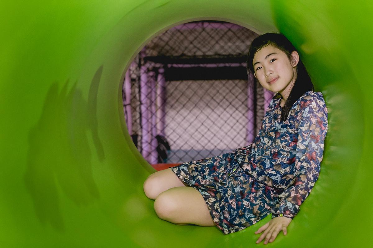 amiguinha no tunel do brinquedao