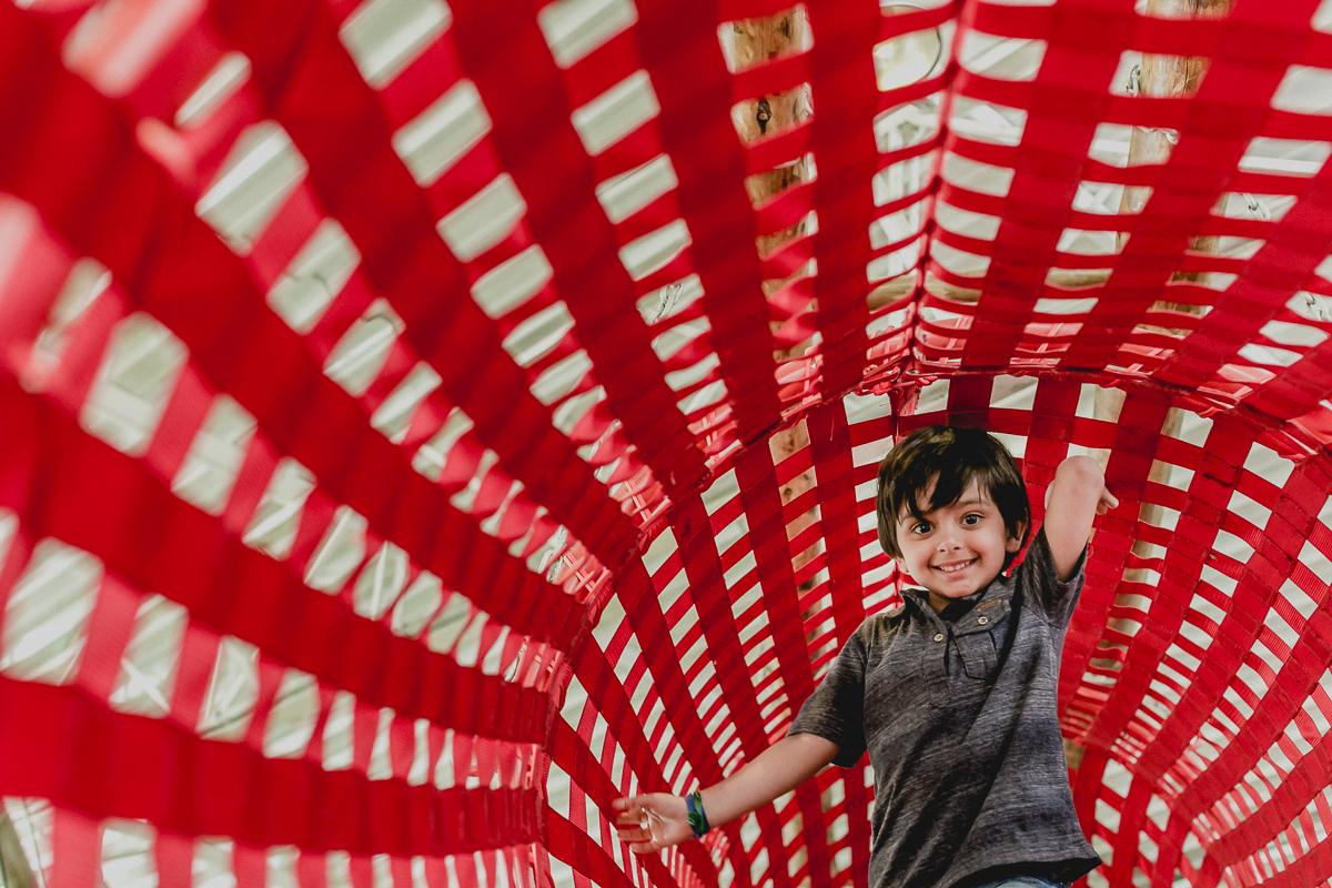 brincando no tunel do brinquedao