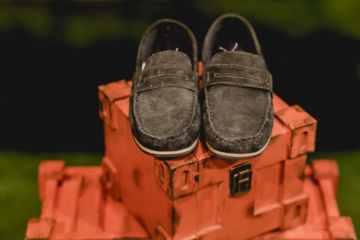 detalhes do sapato que o pedro usou na festa