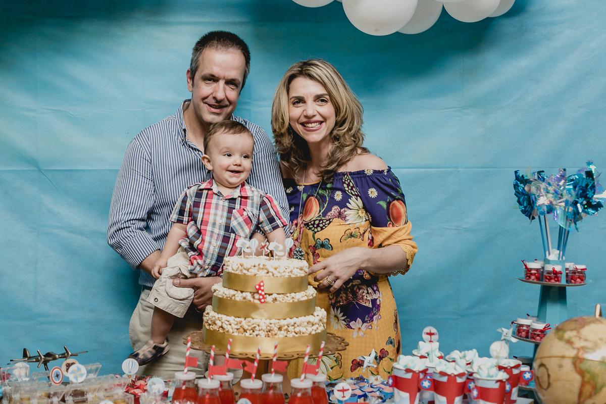 fotografia na frente da mesa do bolo