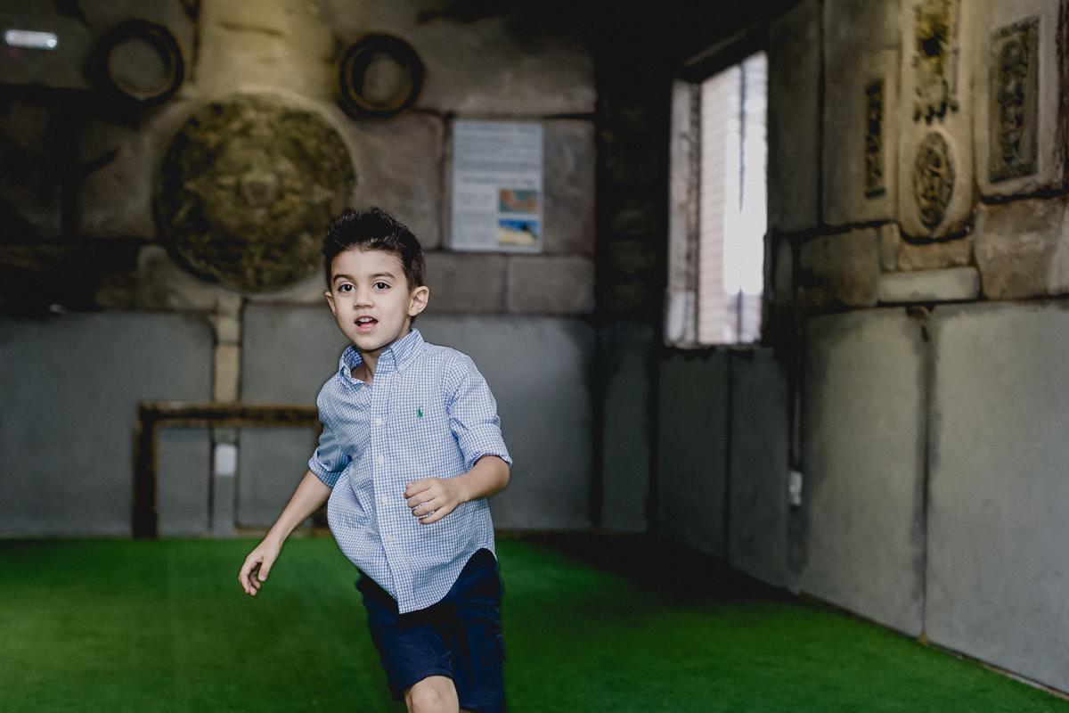 felipe jogando futebol