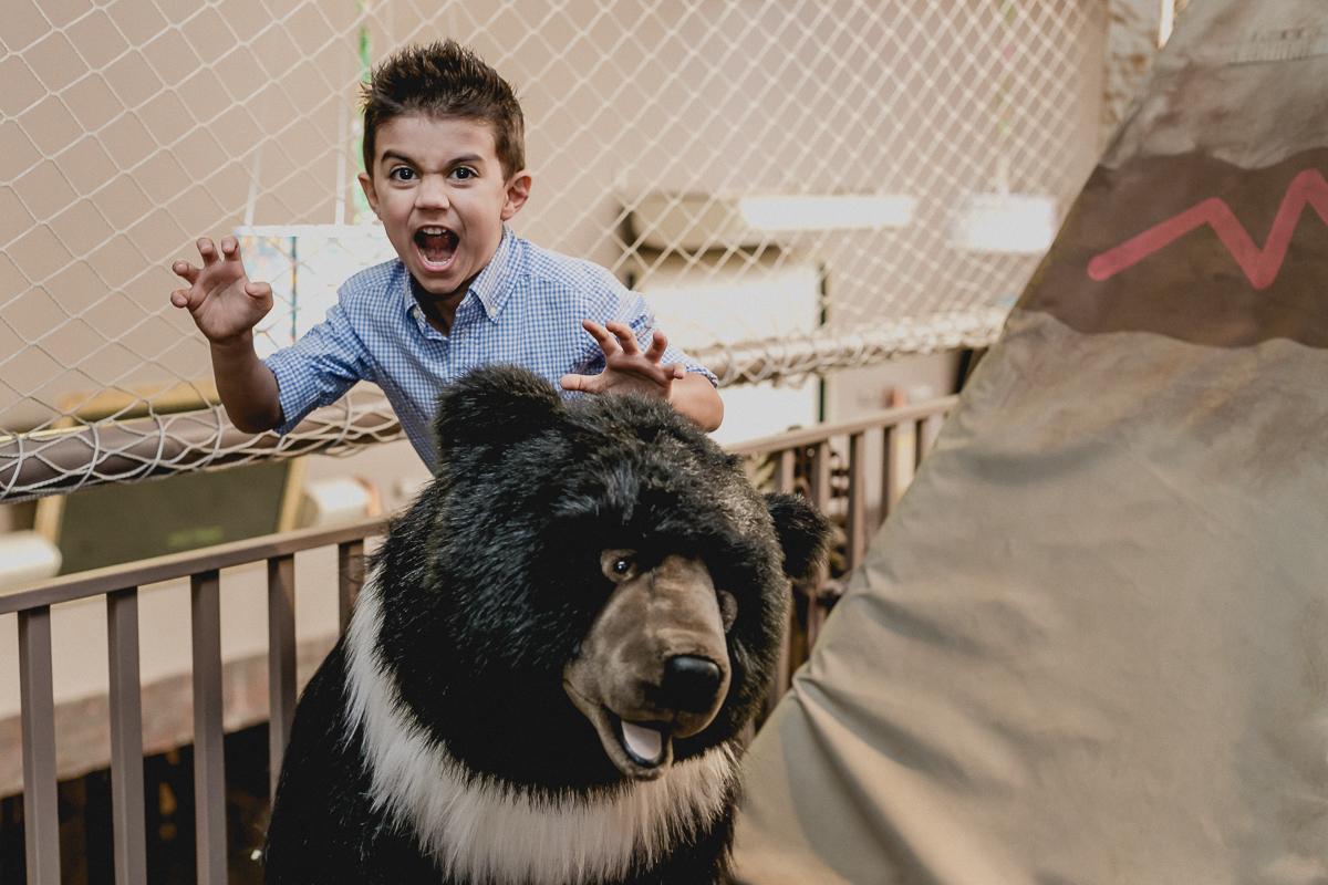 felipe imitando um urso