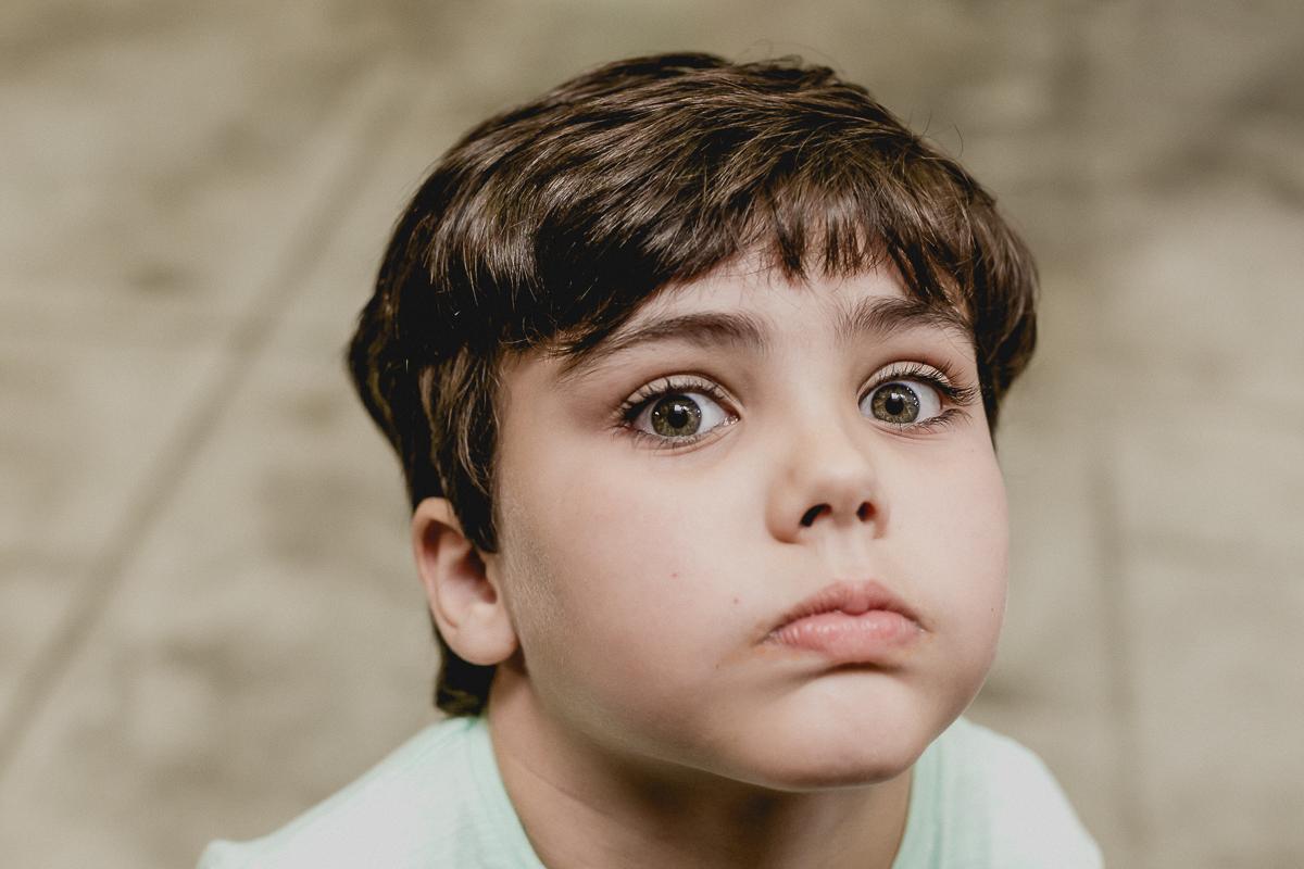 criança de olhos verdes