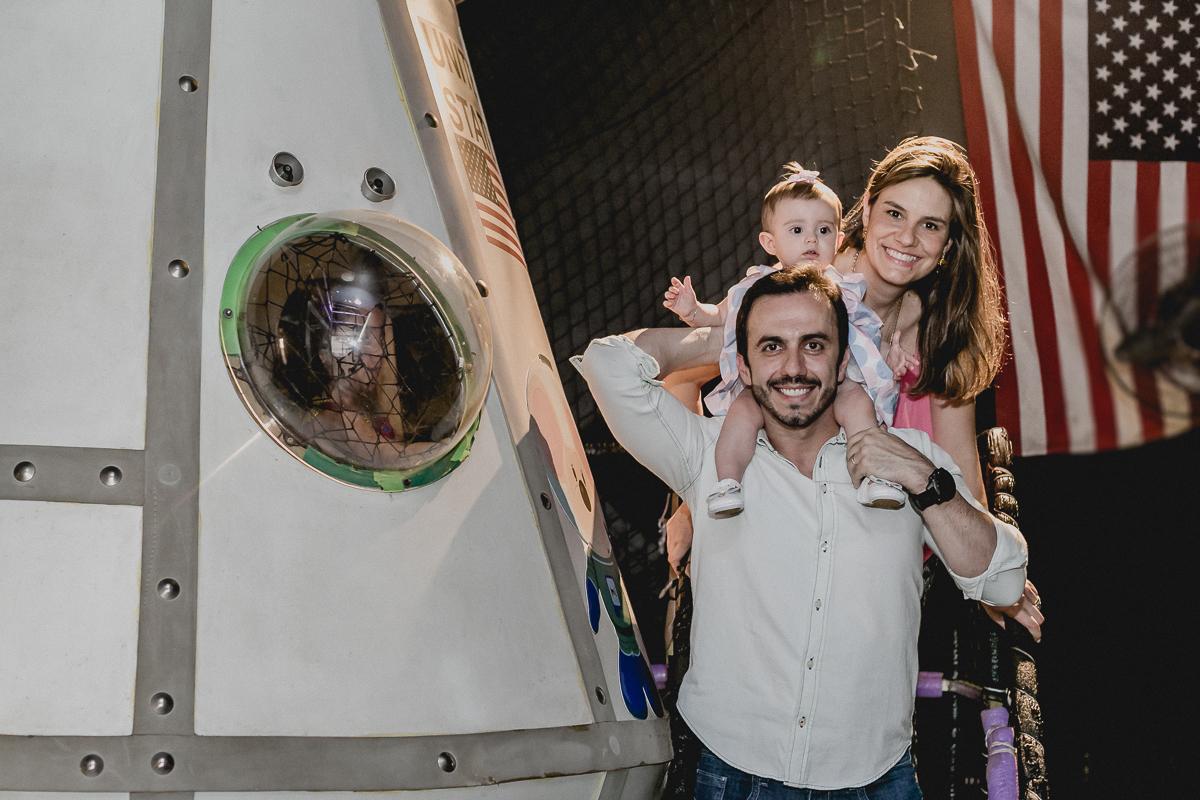 brincando na nave espacial