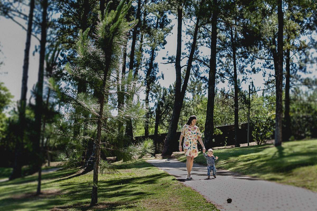 enrico e mamãe passeando pelo condominio