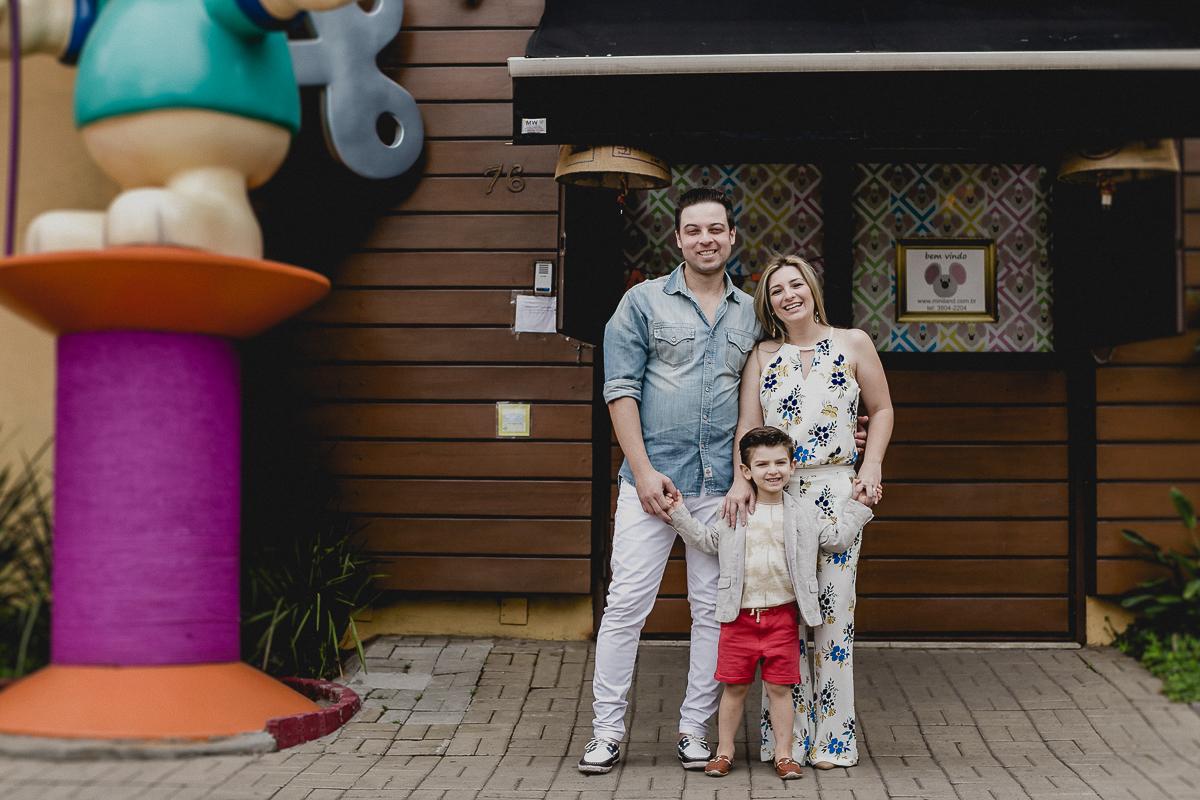retrato em familia na porta do buffet