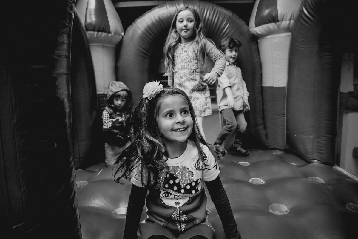 criancas se divertindo