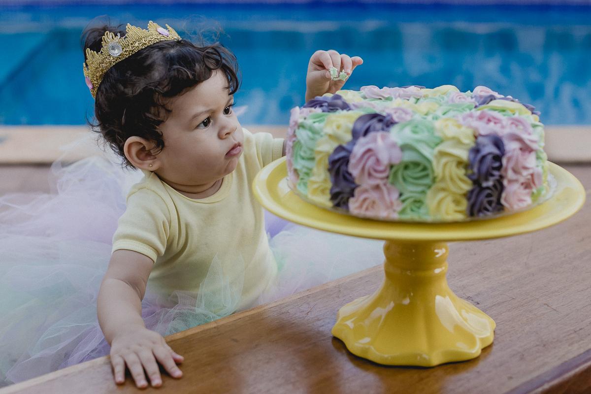 o primeiro contato dela com o bolo