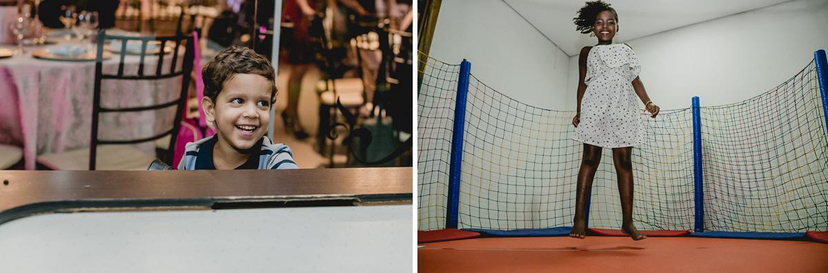 amiguinho marcando gol e amiguinha brincando no pula pula