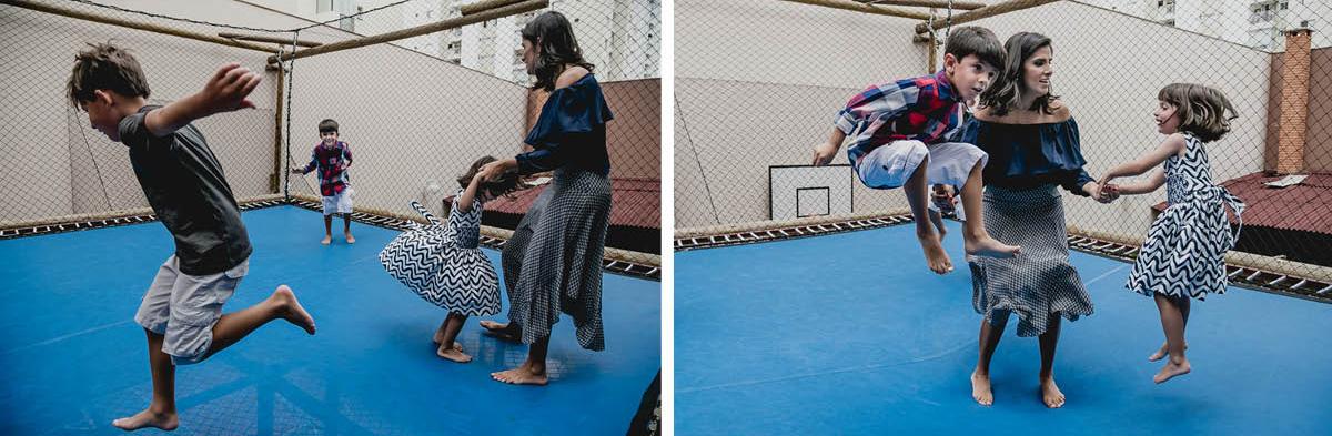 brincando com a mamãe no pula pula