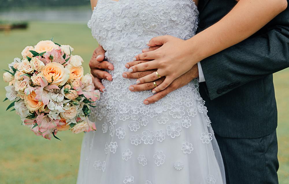 Imagem capa - Vale a pena contratar um fotógrafo profissional de casamento? por Tauane Schmitt