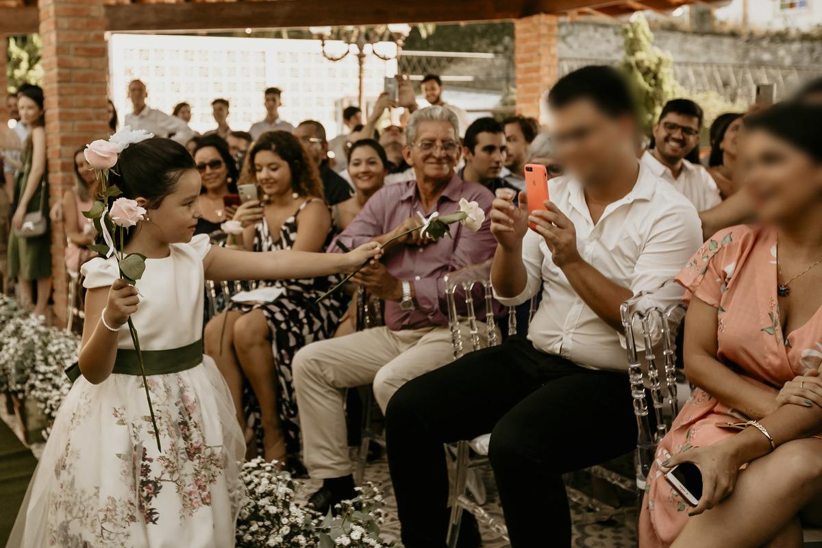 Imagem capa - O uso de celular durante a cerimônia de casamento atrapalha? por MARCUS VINICIUS ARAUJO RIBEIRO