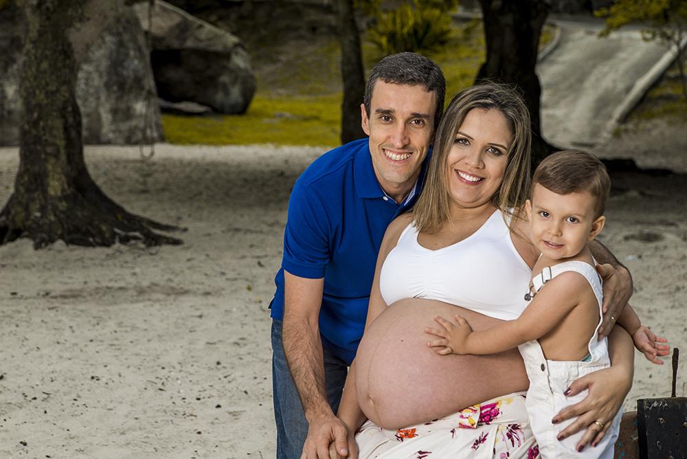 ensaio fotografico gestante book fotografia praia família irmão mais velha gravida gêmeos casal natureza gravidez maternidade externo mar barco rio de janeiro Niterói são Gonçalo
