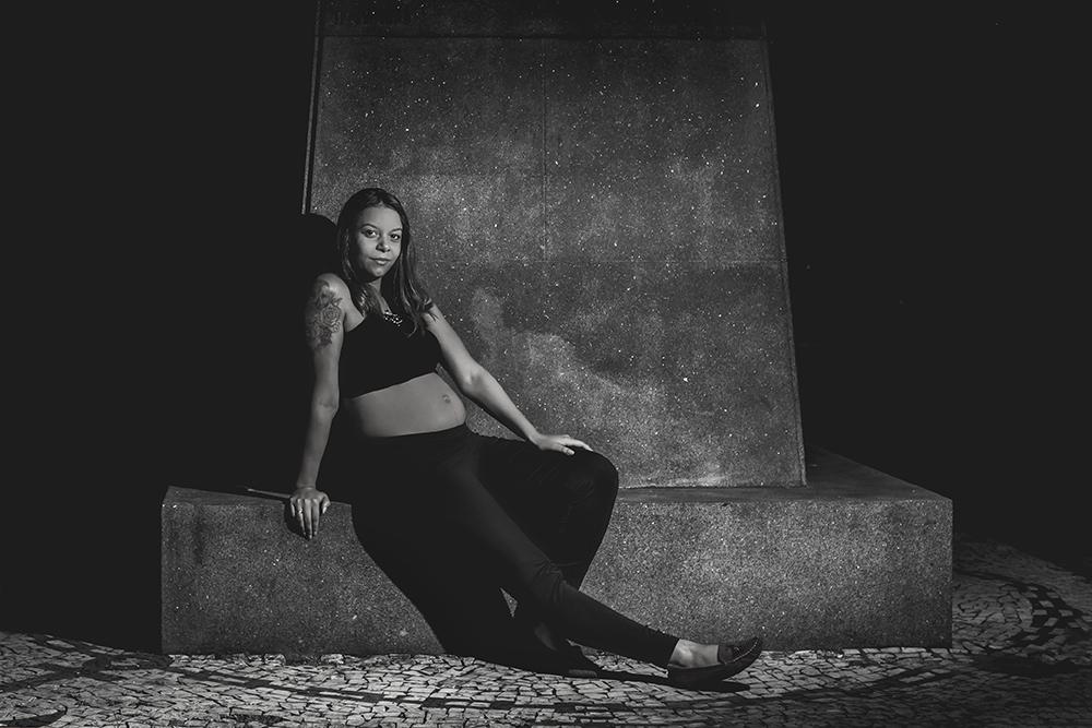 ensaio fotográfico gestante book fotografia urbano gravida grafite tattoo tatuagem gravidez maternidade externo casal praia mar rio de janeiro niteroi são Gonçalo