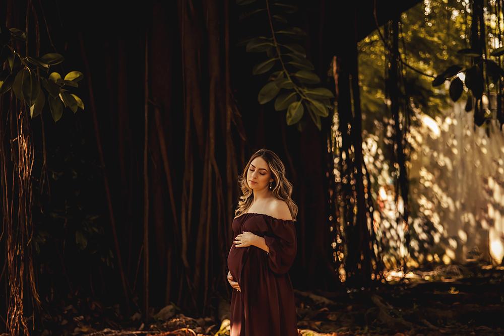 ensaio fotografico gestante book fotografia floresta casal natureza gravidez maternidade externo gestação menino irmã mais velha pôr do sol rio de janeiro niteroi são Gonçalo