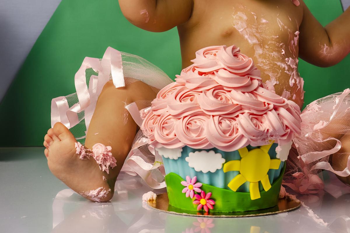 Ensaio smash the cake, ensaio bebê, fotógrafa em Niterói, smash the cake Niterói, smash the cake Rio de Janeiro, smash the cake São Goncalo, smash the cake temático, nossa casa petit, ensaio fotográfico, sessão fotográfica, peppa pig, splash