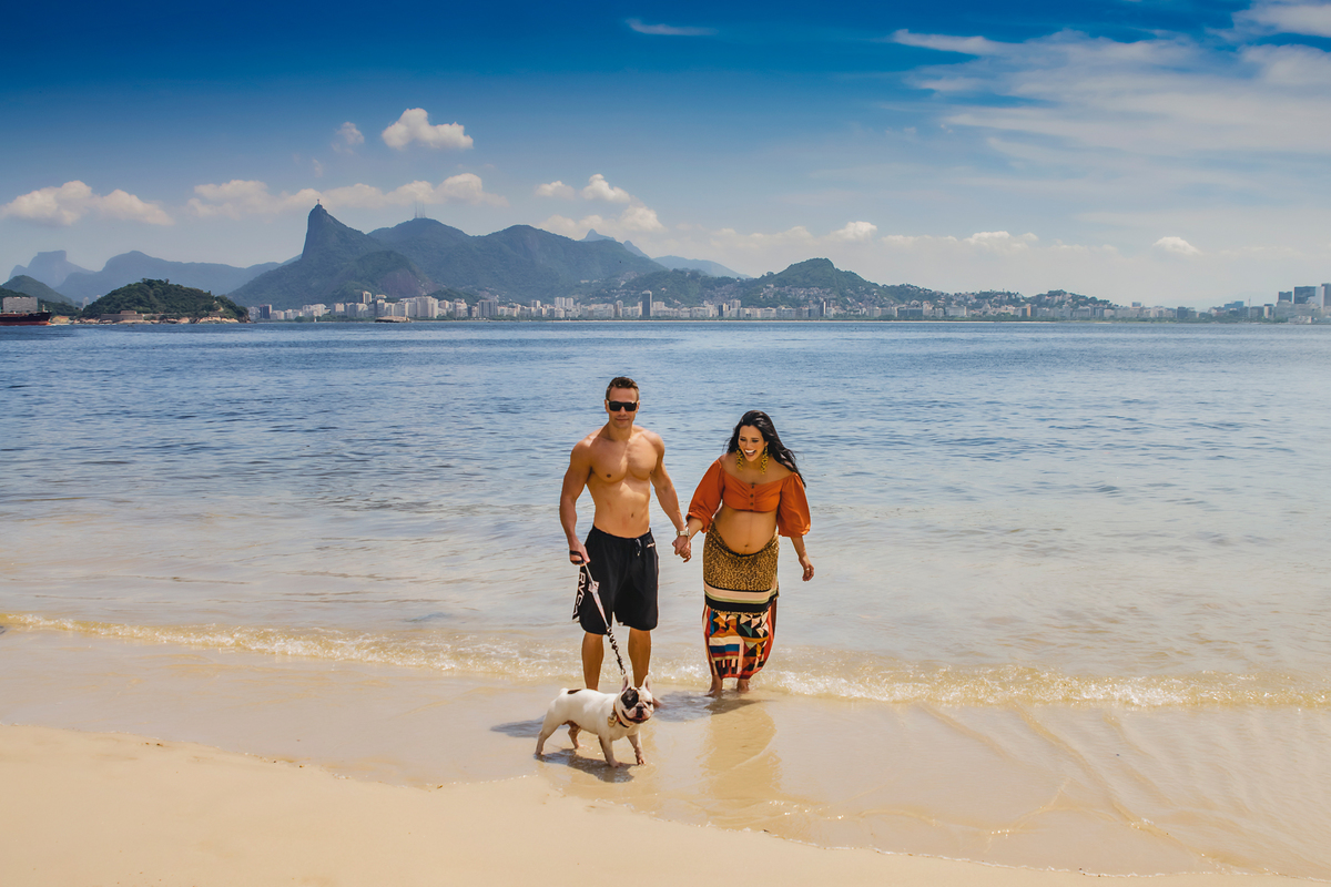 Ensaio fotográfico de gestante, ensaio de gravida, ensaio gestante externo, ensaio gestante em Niterói, ensaio gestante no Rio de Janeiro, nossa casa petit, ensaio fotográfico, sessão fotográfica, ensaio gestante na praia, praia de adao e eva, ensaio pet