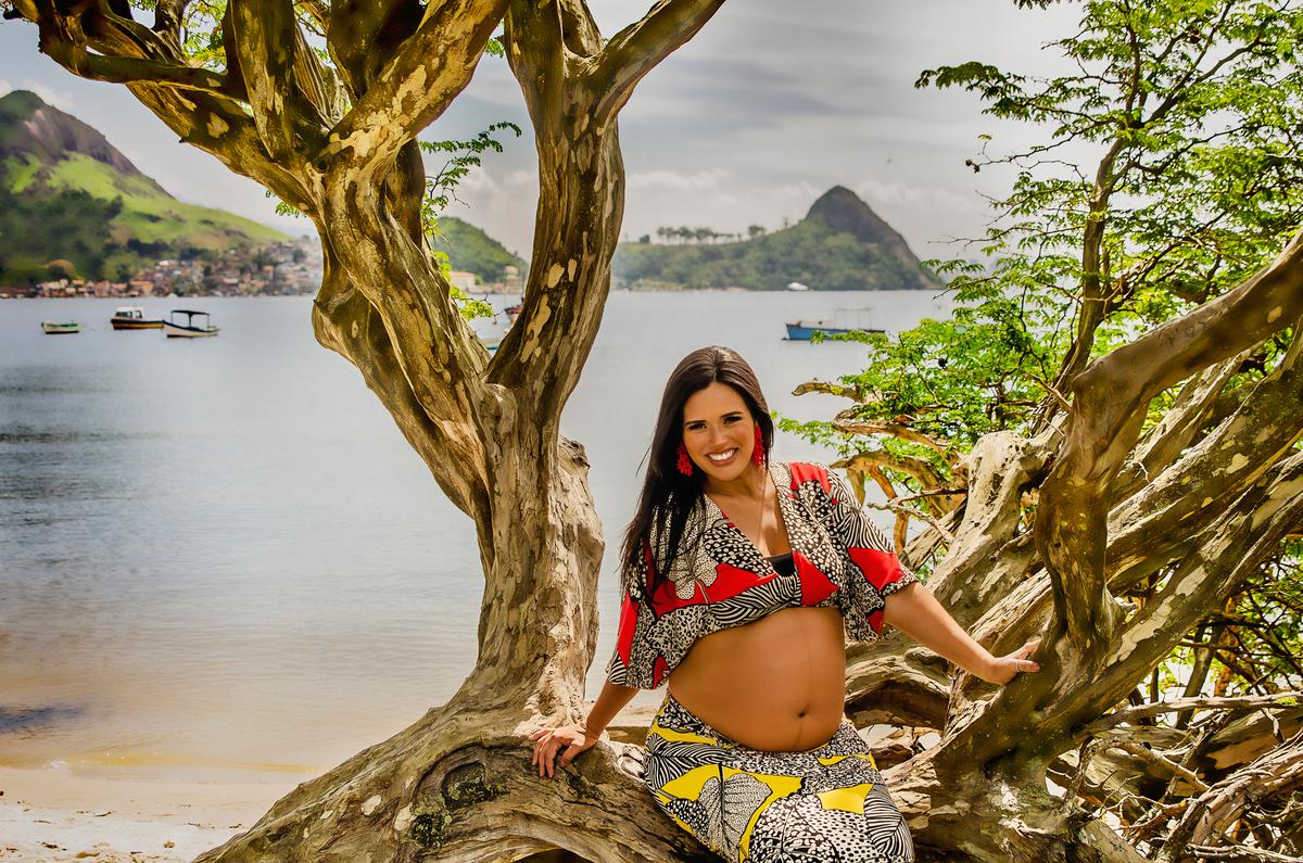 Ensaio fotográfico de gestante, ensaio de gravida, ensaio gestante externo, ensaio gestante em Niterói, ensaio gestante no Rio de Janeiro, nossa casa petit, ensaio fotográfico, sessão fotográfica, ensaio gestante na praia, praia de charitas, por do sol