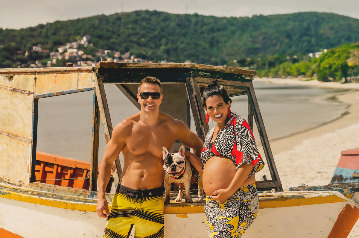 Ensaio fotográfico de gestante, ensaio de gravida, ensaio gestante externo, ensaio gestante em Niterói, ensaio gestante no Rio de Janeiro, nossa casa petit, ensaio fotográfico, sessão fotográfica, ensaio gestante na praia, praia de charitas, ensaio pet