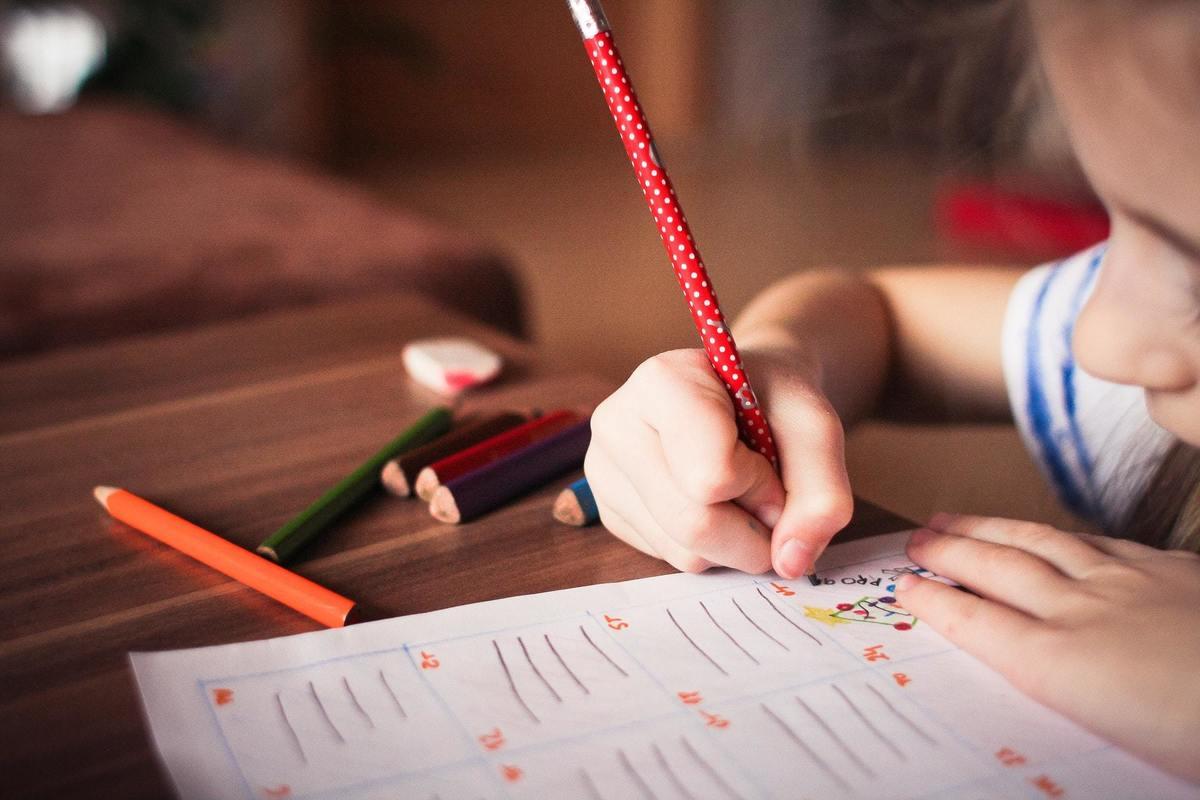 Imagem capa - Coronavírus: como ajudar crianças a lidarem com o estresse? por Instituto Samaritano de Ensino