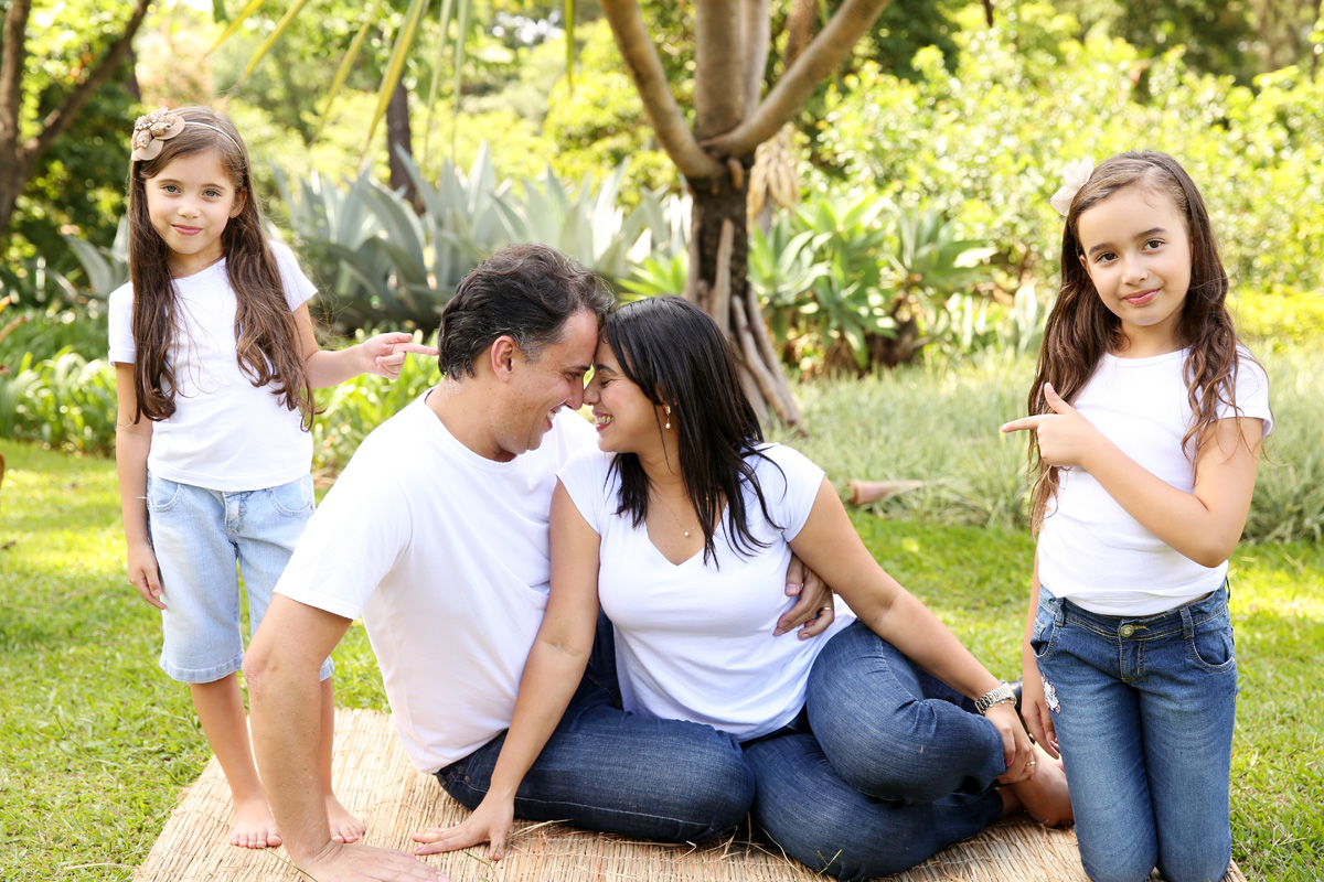 Imagem capa - Por que pais que namoram criam filhos mais felizes por Ivna Sá Produção Fotográfica