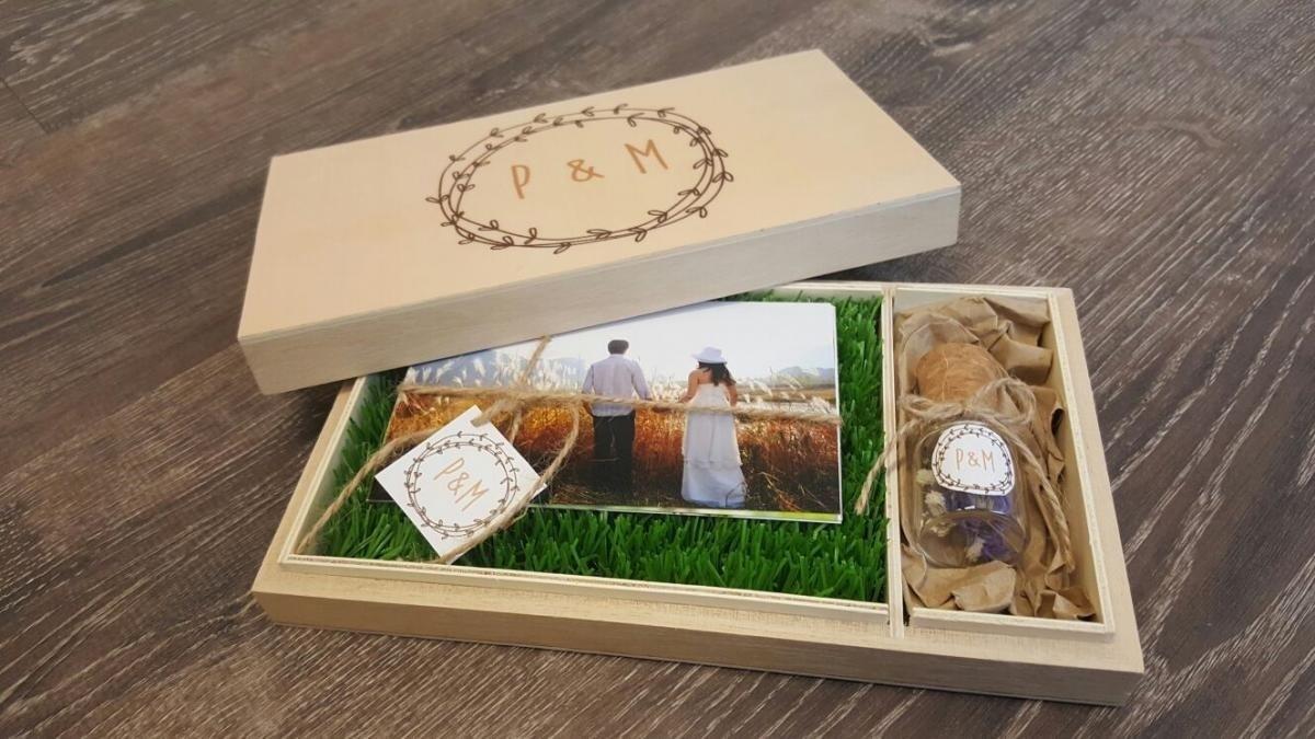 Imagem capa - Ya tienes las fotos de tu boda ¿las vas a dejar en un cajón? mira esta multi-idea. por Angel Fábregas Muñoz