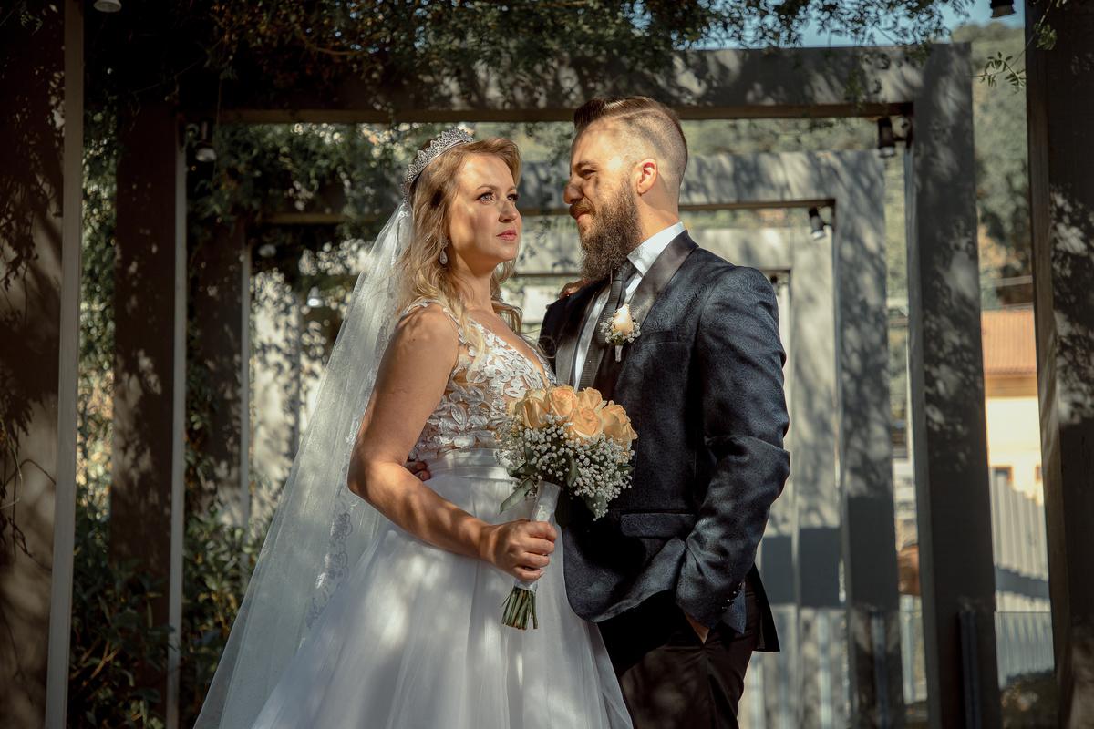 Pré Wedding Noivado Serra Gaúcha Flores Terno