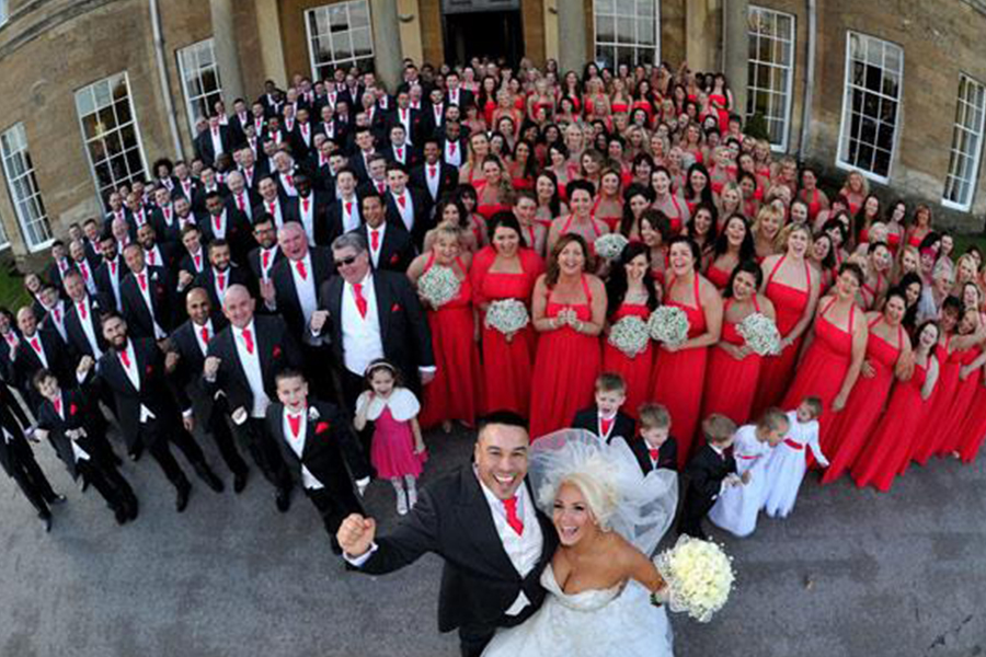 Imagem capa - Casal faz de todos seu convidados seus padrinhos por Universi Wedding Photo & Vídeo