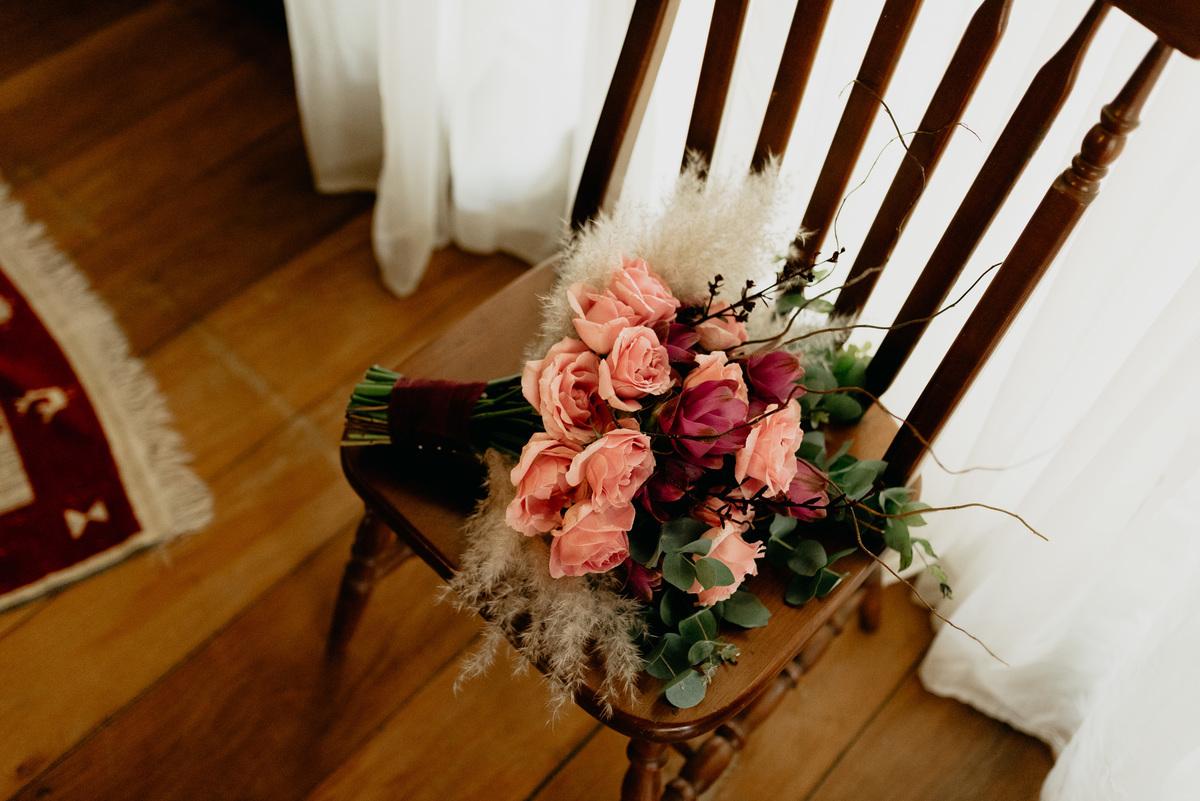 buque com rosas claras descontruido