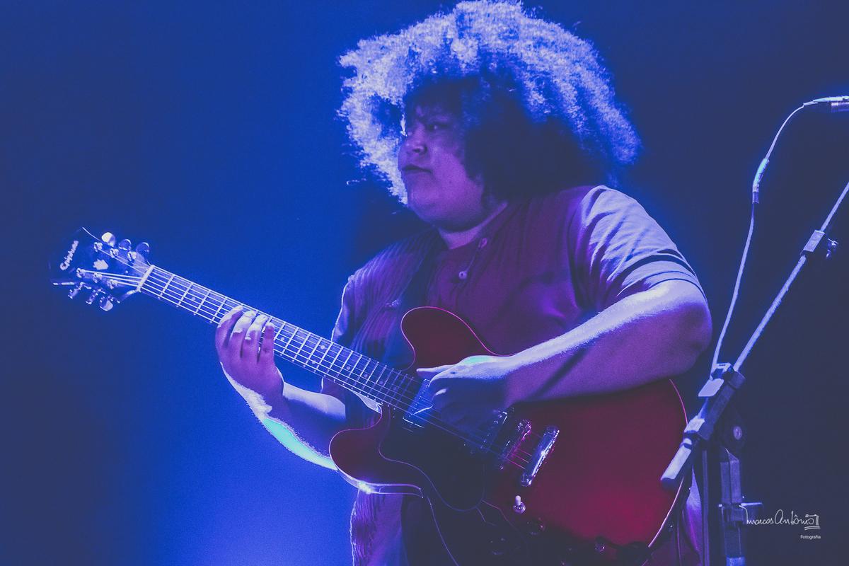 Um contra-luz da guitarrista da Mulamba.  #mulamba #bandamulamba #banda #musica #mulheres #emponderadas