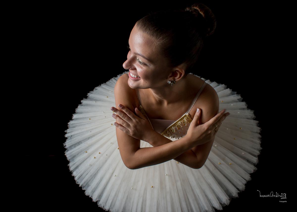 A bailarina Brenda Lima posa para um click especial.  #bailarina #ballet #danca #