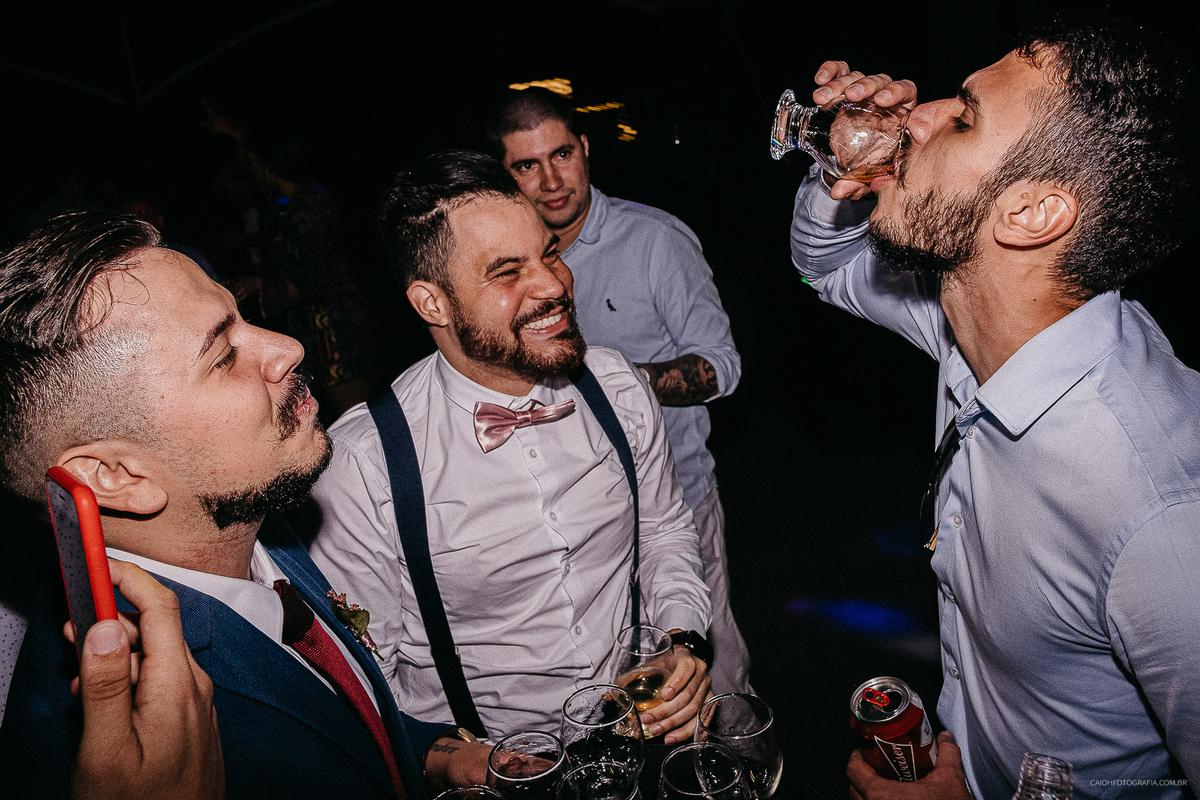 padrinhos bebados fotografia documental de casamento festa de casamento a noite fotografos documentais