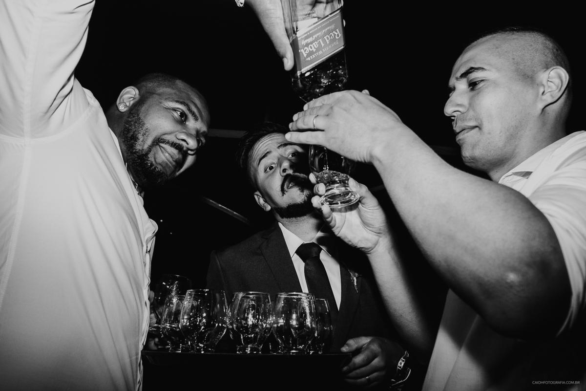 padrinhos bebados fotografia documental de casamento festa de casamento a noite fotografos documentais  ideias para casar