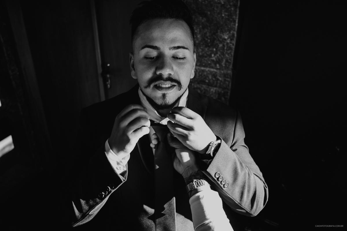 noivo com os padrinhos casar de dia making of do noivo fotografia de casamento fotos por caio henrique fotografo de sao paulo gravata para noivos