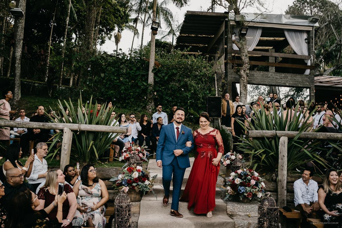 entrada do noivo terno de noivo traje para noivo casar de dia fotografia de casamento ao ar livre fotografos de sao paulo fotos por caio henrique entrada da cerimonia de casamento fotos de inspiracao