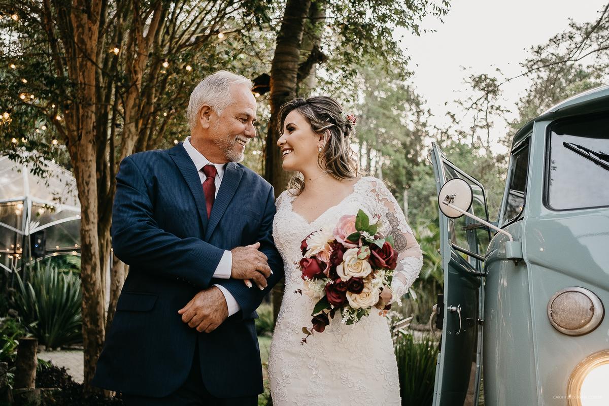 cerimonia ao ar livre entrada da noiva vestido de noiva assessoria de casamento fotos por caio henrique pai da noiva fotos de inspiracao pai com a noiva