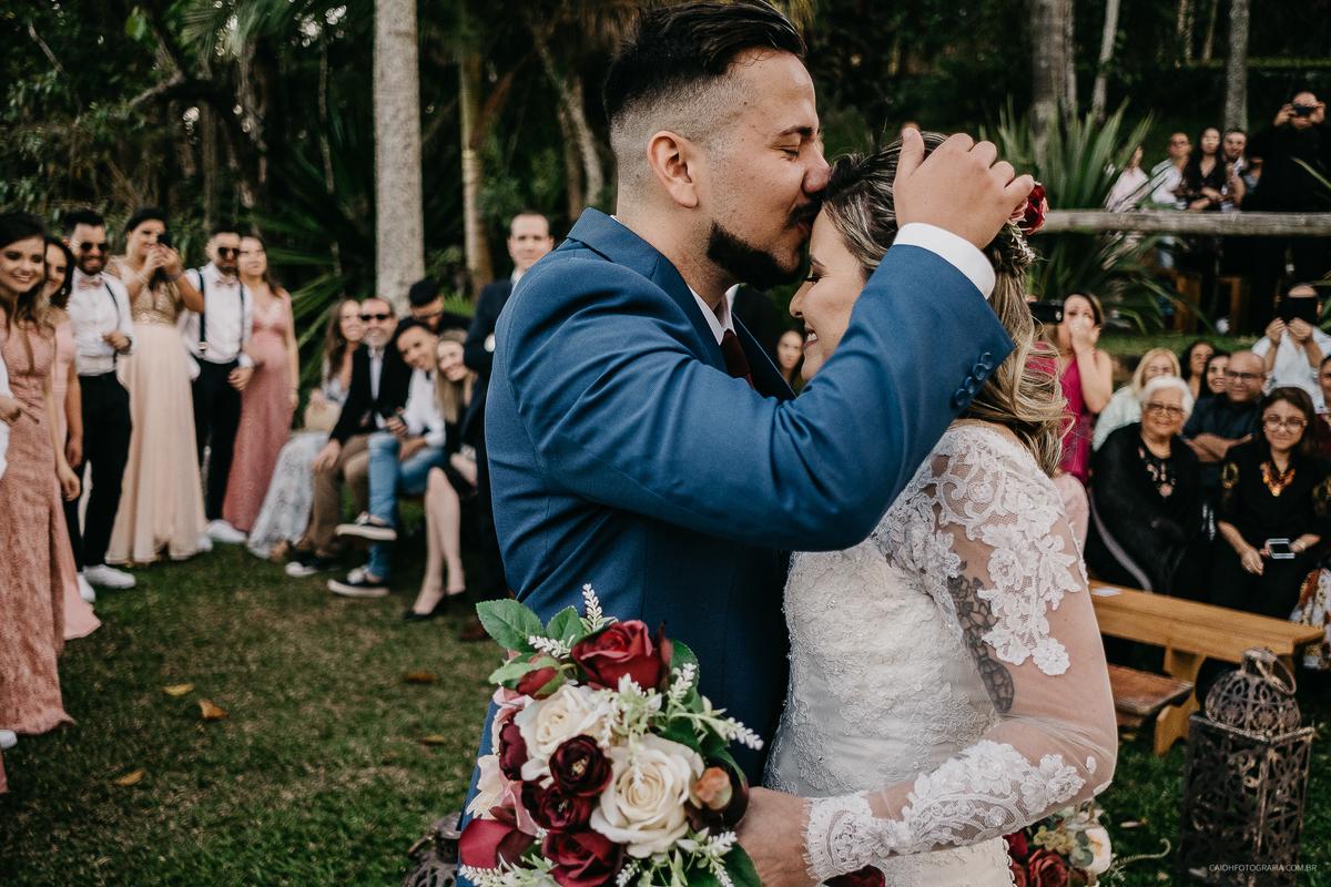 cerimonia de casamento rustico ao ar livre pai da noiva noivos estilosos inspiracao de casamento fotos por caio henrique
