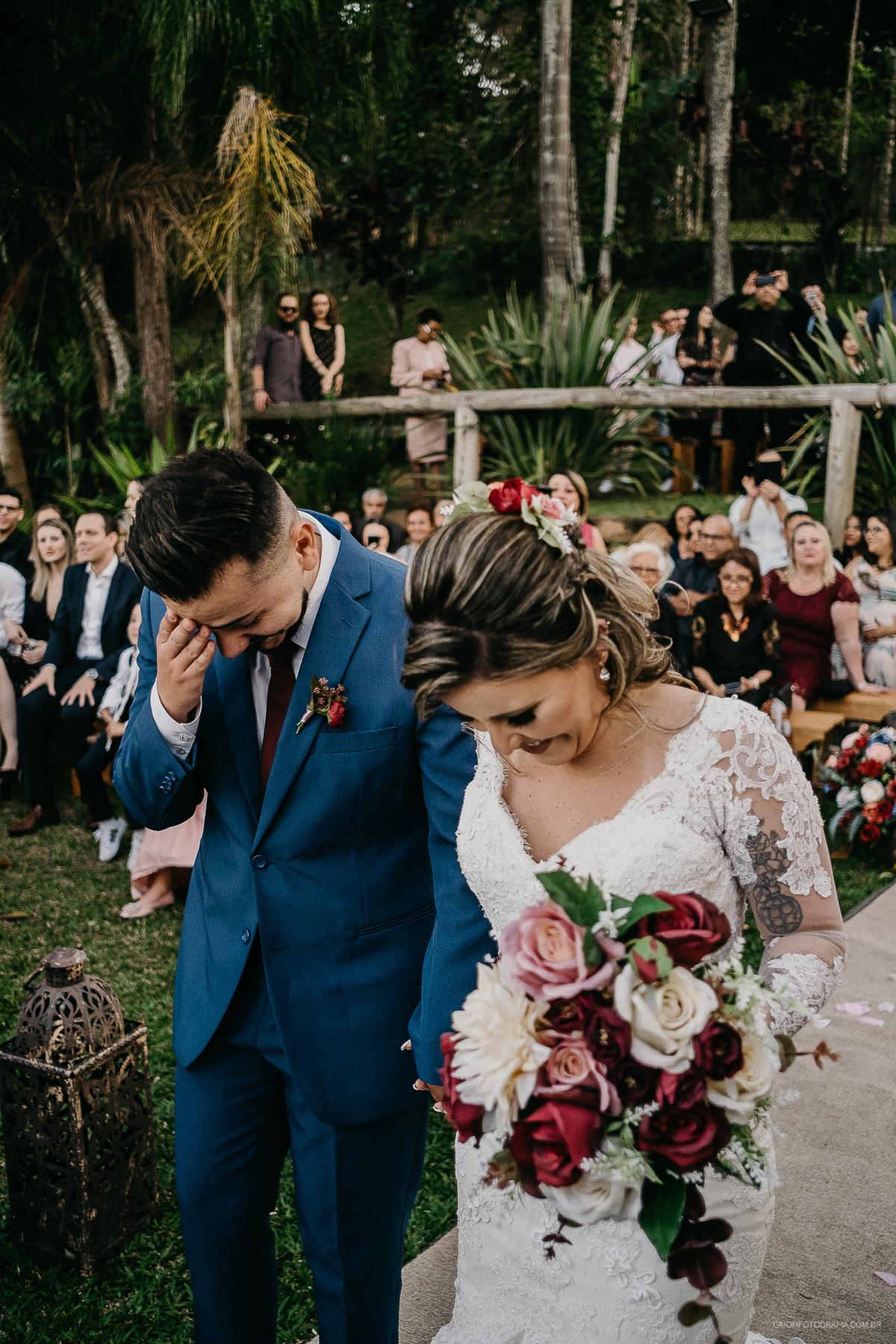 cerimonia de casamento rustico ao ar livre pai da noiva noivos estilosos inspiracao de casamento fotos por caio henrique  casar no campo ideias de fotos